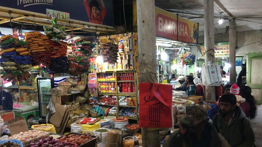 Einkaufsmöglichkeiten auf dem Weg zum Adams Peak, Sri Lanka