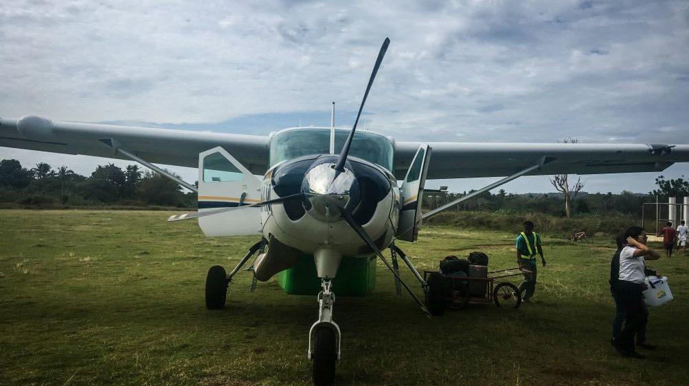Cuyo auf den Philippinen, Flug mit einer Cessna