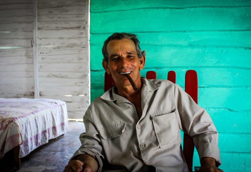 Die Tabakbauer auf Kuba sind immer für einen Scherz zu haben und teilen gerne Ihr wissen mit Dir.