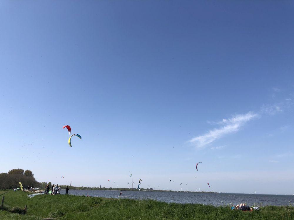 Kitesurfen am Ijsselmeer, tolle Kitespots im Überblick. Viele Kitespots