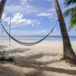 Hängematte zwischen zwei Palmen beim Charisma Resort auf Siquijor