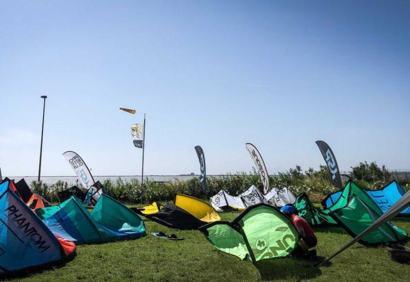 Am Kiteclub Marsala gibt es genug Platz für deine Kites.