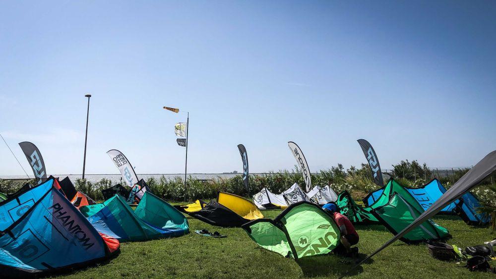 Am Kiteclub Marsala gibt es genug Platz für deine Kites. Lo Stagnone ist übrigens auch ein super Kitespot für Anfänger