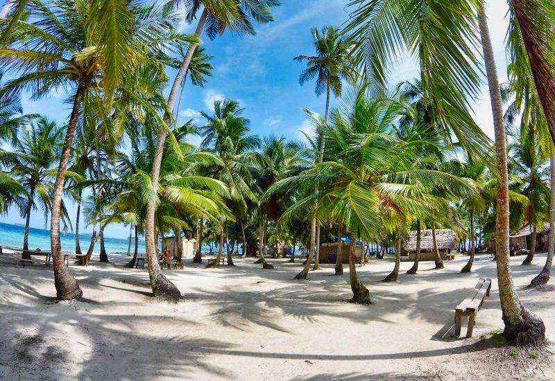 1000 Places: San Blas Inseln, an der Küste Panamas bis hinunter nach Kolumbien befinden sich die über 365 palmenbewachsenen Inseln.