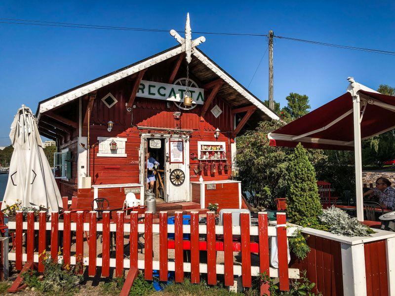 Städtereise nach Helsinki, das darfst du nicht verpassen. Ich verrate dir meine absoluten Helsinki Highlights, hier das kleine Café Regatta