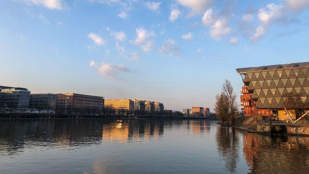 Frankfurt wirkt zu Corona Zeiten wie ausgestorben, fast unheimlich.
