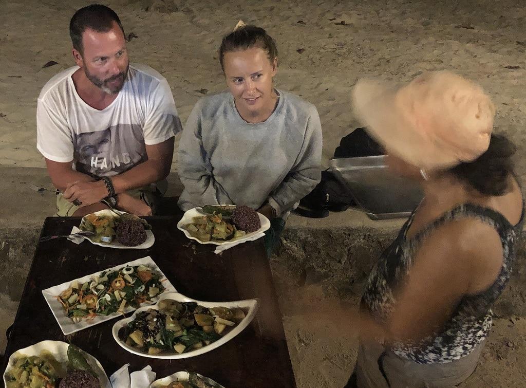 Cuyo Island, Haydee bereitet wundervolle Mahlzeiten für dich!