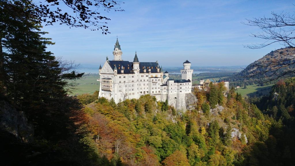 Das Schloss Neuschwanstein im Allgäu ist ein beliebter Ausflugpunkts