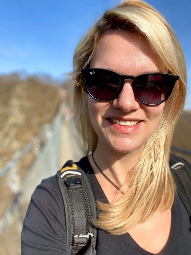 Isa an der Geierlay: wandern im Hunsrück, Rheinland Pfalz