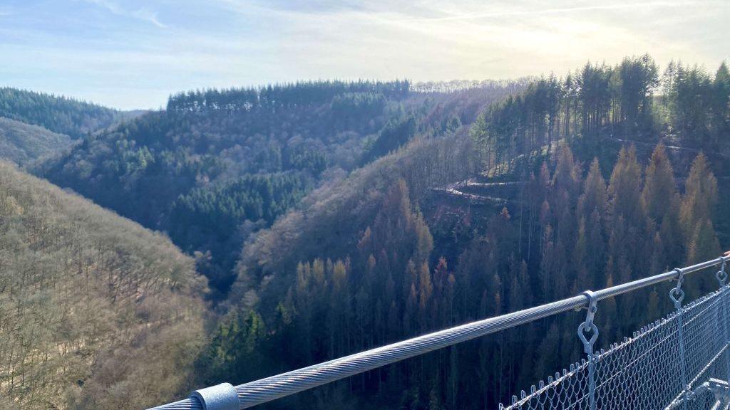 Geierlay Hängeseilbrücke wandern im Hunsrück, Rheinland Pfalz